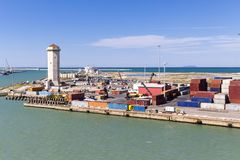 Инфраструктура гавани с кранами и контейнерами Стоковое Фото