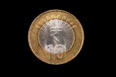 Индеец конец монетки 10 рупий вверх на черноте Стоковое Изображение RF
