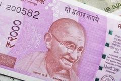 Индеец примечание две тысячи рупий с портретом Махатма Ганди Стоковое Изображение RF