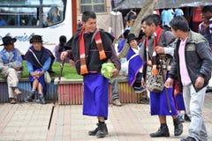 Индейцы Guanbano в рынке Silvia, Колумбии стоковые фотографии rf