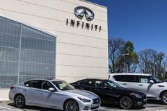 Индианаполис - около апрель 2017: Автомобиль Infiniti и дилерские полномочия SUV Infiniti роскошное разделение корабля Nissan II Стоковые Фотографии RF