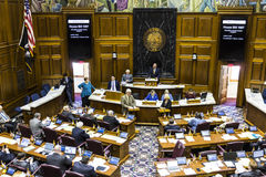 Индианаполис - около апрель 2017: Палата Представителей положения Индианы в встрече делая аргументы за и против счете i Стоковое Изображение RF