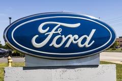 Индианаполис - около июнь 2017: Местный автомобиль Форда и дилерские полномочия XIV тележки Стоковое фото RF