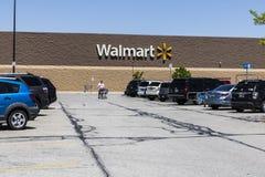 Индианаполис - около май 2017: Положение розницы Walmart Walmart американская Транснациональная компания Розница Корпорация VIII Стоковое фото RF