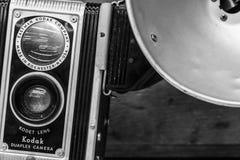 Индианаполис - около февраль 2017: Камера Kodak Duaflex с Kodet исправила объектив Камеры Kodak Duaflex были популярны в 40's i Стоковые Фотографии RF