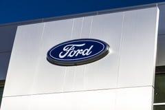 Индианаполис - около февраль 2017: Местные дилерские полномочия автомобиля и тележки Форда Форд продает диапазоны Линкольна и Mot Стоковые Изображения RF