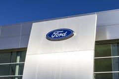 Индианаполис - около февраль 2017: Местные дилерские полномочия автомобиля и тележки Форда Форд продает диапазоны Линкольна и Mot Стоковая Фотография