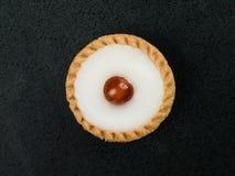 Индивидуальный замороженный пирог Bakewell покрытый с вишней Стоковая Фотография