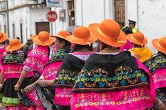Индигенные женщины kichwa в красочных костюмах Стоковое Изображение