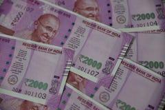 Индийская валюта, две тысячи индийских рупий в предпосылке Стоковые Изображения RF
