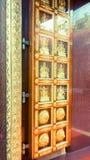 Индийская дверь виска стоковая фотография
