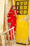 Индийская женщина на будочке STD Стоковые Изображения