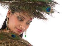 Индийская женщина с пер павлина Стоковые Изображения