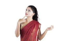 Индийская женщина думая воодушевленность стоковое изображение