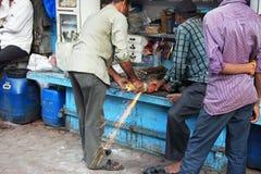 Индийская мастерская улицы меля инструмент Стоковая Фотография RF