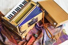 Индийская фисгармония, традиционная деревянная аппаратура клавиатуры, конец-вверх Стоковое фото RF