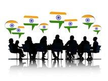 Индийские бизнесмены говоря и обсуждая Стоковое Фото