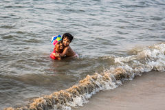 Индийские дети плавают стоковые изображения rf