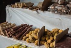 Индийские специи в рынке, сандаловом дереве, чае в Шри-Ланка Стоковые Изображения RF