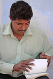 Индийские сделанные проверяя бумаги стоковое фото