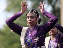 Индийские танцоры на культурном фестивале Стоковая Фотография