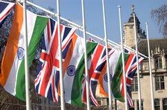 Индийские флаг и Юнион Джек в квадрате парламента, Лондоне Стоковые Фото