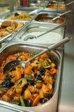 Индийские шведский стол обеда или таблица ресторанного обслуживании Стоковое Фото