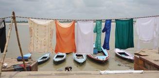 Индийские люди моя и суша одежду Стоковая Фотография RF