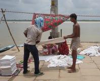 Индийские люди моя и суша одежду Стоковые Фото