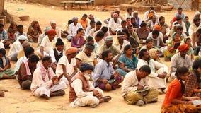 Индийские люди с книгами на деревне акции видеоматериалы