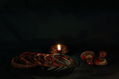 Индийские bangles, earing и масляная лампа стиля Стоковые Изображения RF