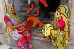 Индийский говорить женщин Стоковые Изображения