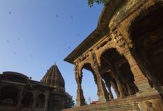 Индийский королевский дворец и архитектура с голубым небом Стоковые Изображения