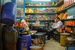 Индийский магазин специи стоковые изображения rf