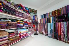 Индийский магазин ткани сари Стоковые Фото