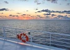 индийский океан над заходом солнца Стоковые Фотографии RF