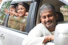Индийский отец управляя новым автомобилем Стоковое Фото