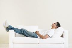 Индийский парень daydreaming Стоковые Изображения