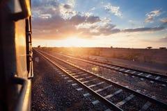 Индийский поезд на заходе солнца стоковые фото
