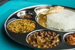 Индийский ресторан и индийская специфическая еда Стоковые Фотографии RF