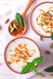Индийский творог lassi с cardamon, мятой, ванилью и шафраном Стоковые Изображения RF