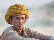Индийский человек присутствовал на ежегодном верблюде Mela Pushkar Стоковые Изображения RF