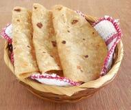 Индийский Chapati еды Стоковое Фото