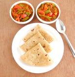 Индийский Chapati еды Стоковое Изображение RF