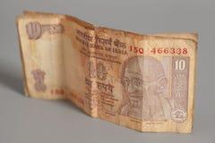 10 индийских рупий изолированных на сером цвете Стоковое Фото