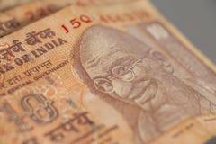 10 индийских рупий изолированных на сером цвете Стоковое Изображение