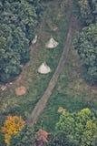 2 индийских шатра на траве дорогой Стоковое Изображение RF