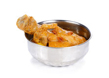Индийское карри цыпленка изолированное на белой предпосылке стоковые изображения rf