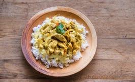 Индийское карри цыпленка с белым рисом Стоковые Изображения