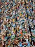 Индусские красочные статуи богов на gopuram в Индии стоковые фотографии rf